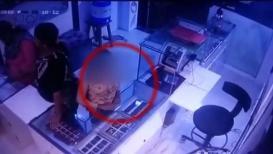 CCTV VIDEO : 10 वर्षांच्या मुलीने दुकानातून चोरलं सोनं, 'असा' केला होता प्लॅन