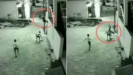 मृत्यूला चकवा देणारा हा VIDEO तुम्ही पाहिलाच नसेल,  इमारतीवरून पडला पण...!