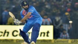 Ind vs Aus 1st t20 Live- भारताला पहिला धक्का, रोहित शर्मा ७ धावांवर बाद