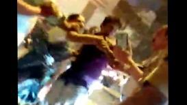 VIDEO : पोलीस अधिकाऱ्यावर महिलेने उगारला हात, व्हिडिओ व्हायरल