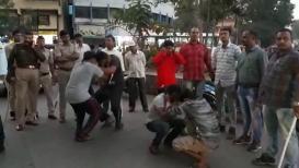 VIDEO: नाशिक पोलिसांची सिंघम स्टाइल, ऑन द स्पॉट दिली शिक्षा
