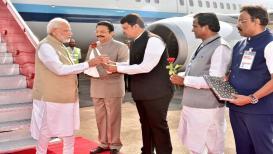 पंतप्रधान मोदी मुंबईत दाखल, शिवसेनेच्या बहिष्कारामुळे दौरा चर्चेत
