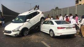 PHOTOS: मुंबईत तरुणीच्या कारचा विचित्र अपघात, हायस्पीड कार चढली 2 गाड्यांवर