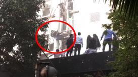 LIVE VIDEO : मुंबई कामगार रुग्णालयात अग्निशमन दलाचा जवान शिडीवरुन खाली कोसळला