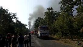 आधी 4 जणांचा मृत्यू नंतर 15 ट्रक पेटवले, महाराष्ट्राच्या या जिल्हातील धक्कादायक PHOTOS समोर