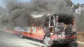 VIDEO : बुलडाण्यात भर दुपारी 'बर्निंग बस'चा थरार; थोडक्यात बचावले प्रवासी