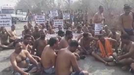 VIDEO : अर्धनग्न अवस्थेत मंत्रालयावर धडकणार होते शेतकरी; पोलिसांनी अडवलं