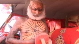 VIDEO : कुंभमेळ्यात अवतरले रक्तचंदन बाब
