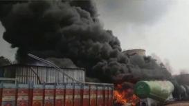 VIDEO : नवी मुंबईत आगडोंब; टायरचं गोदाम तासाभरात जळून खाक