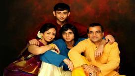 अभिनय सोडून शाळेत शिकवतात परेश रावल यांच्या पत्नी, आता मिळू शकतं ७ कोटीचं बक्षीस