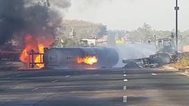 VIDEO : महामार्गावर 'बर्निंग टँकर'चा थरार, वायू गळतीमुळे आगडोंब