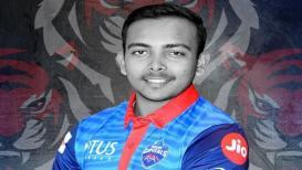 IPL 2019 : मुंबई विरुद्धच्या सामन्याआधी पृथ्वी शॉनं घेतला 'या' महान फलंदाजाचा आशीर्वाद