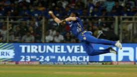 IPL 2019 : पोलार्डचा अफलातून कॅच, दिल्लीचा कर्णधार तंबूत परतला