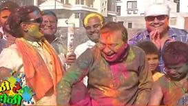 VIDEO: राजेंद्र दर्डा यांनी चिमुकल्यांवर केली गुलाबाच्या पाकळ्यांची उधळण