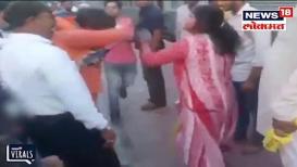 VIDEO: महिलेची छेड काढणाऱ्या साधूला नागरिकांनी फलाटावरच दिला प्रसाद