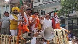 Lok Sabha Election 2019 : माजी क्रिकेटरचा पॉलिटिकल लुक, गंभीरचा पहिला रोड शो