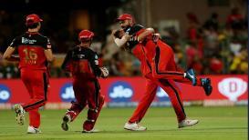 IPL 2019 : पहिल्याच ओव्हरमध्ये डेल स्टेननं विराटला उचललं कारण...