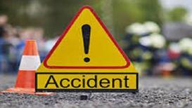 पुणे-सातारा महामार्गावर भीषण अपघात, 3 मित्रांना ट्रकनं चिरडलं