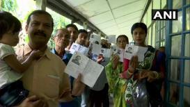 Lok Sabha Elections 2019 : माढा मतदारासंघात ईव्हीएममध्ये बिघाड, मतदानाला अद्याप सुरुवात नाही