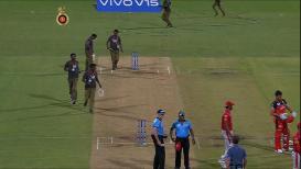 VIDEO : जेव्हा गोलंदाज, कर्णधार, फलंदाज, पंच चेंडू शोधतात तेव्हा