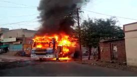 सांगोल्यात बर्निंग बसचा थरार, क्षणात जळून झाली खाक, सुदैवाने जीवितहानी टळली