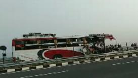 बसच्या भीषण अपघातात 6 जणांचा मृत्यू, 30 जण गंभीर जखमी