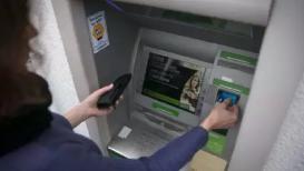 सावधान! ATM मधून कॅश काढण्याआधी चेक करा या गोष्टी; नाहीतर रिकामं होईल खातं