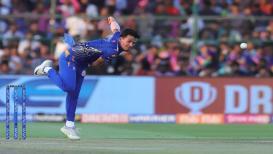 IPL 2019 : मुंबईच्या या फिरकीपटूनं एका ओव्हरमध्ये बदलला सामना