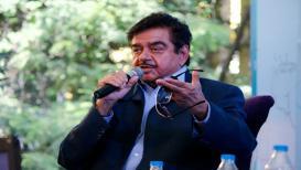 शत्रुघ्न सिन्हा खोटं नाणं; काँग्रेस कार्यकर्त्यांचा शॉट 'गन'वर निशाणा