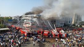 सुरतमधल्या 20 जणांचा बळी घेणाऱ्या या आगीचे PHOTO पाहुन तुमचाही उडेल थरकाप