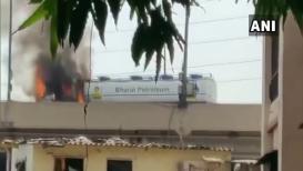 VIDEO: इंधन वाहून नेणाऱ्या ट्रकनं घेतला अचानक पेट