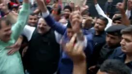 VIDEO: विजयाच्या आनंदात फारूक अब्दुल्लांनी धरला ढोल-ताशावर ठेका