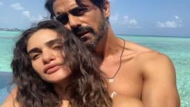प्रेग्नेंट गर्लफ्रेंडसोबत मालदीवमध्ये 'बेबीमून' एन्जॉय करतोय अर्जुन