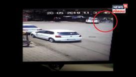 घाटकोपरमध्ये भर चौकात तरुणावर धारदार शस्त्रानं सपासप वार, CCTV व्हिडीओ समोर