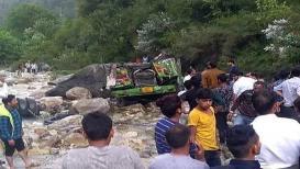दरीत बस कोसळून हिमाचल प्रदेशात 30 जणांचा मृत्यू, 25 जखमी
