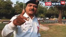 VIDEO : एकदा ऐकाच वाहतूक पोलिसाचं रॅप साँग, 'तेरा टाईम आयेंगा'!