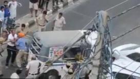 रिक्षा चालक-मुलाला पोलिसांकडून अमानुषपणे मारहाण, VIDEO व्हायरल