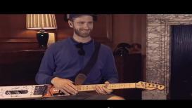 मैदान गाजवणाऱ्या केन विलियम्सननं चक्क बॅटला केले गिटार, VIDEO VIRAL