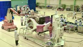 Chandrayaan-2: दक्षिण ध्रुवावरच का जातोय आपण?  ISRO करणार डार्क साइडचं रहस्यभेद!