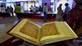 तरुणीच्या 'या' गुन्ह्यावरून कोर्टानं दिली 'कुराण' वाटण्याची शिक्षा