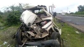 पोलिसांच्या गाडीला भीषण अपघात, चालक गंभीर जखमी
