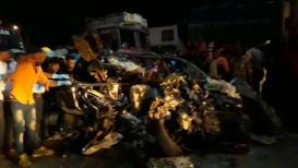 पुणे-सोलापूर महामार्गावर भीषण अपघात, 9 जणांचा जागीच मृत्यू