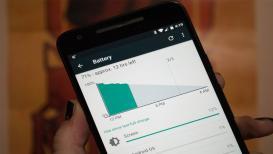 स्मार्टफोनचं चार्जिंग संपतय? बॅटरी टिकवण्यासाठी वापरा 'या' टिप्स