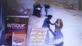 भररस्त्यात पत्नीचा छळ; केस ओढून अमानुष मारहाण, घटनेचा CCTV VIDEO व्हायरल
