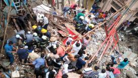 VIDEO : 'मोठा आवाज झाला आणि काही सेंकदात इमारत कोसळली'