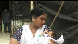 हप्ता दिला नाही म्हणून व्यवसाय बंद, महिलेने बाळालाच ठेवलं अधिकाऱ्याच्या टेबलवर
