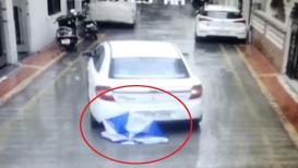 मुलाच्या अंगावरून गाडी गेली पण खरचटलंही नाही, श्वास रोखून धरायला लावणारा VIDEO