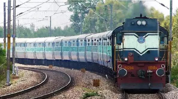 रेल्वे तिकीट बुक करणं झालं आणखी स्वस्त आणि सोपं; IRCTC ने सुरू केली 'ही' नवी सेवा