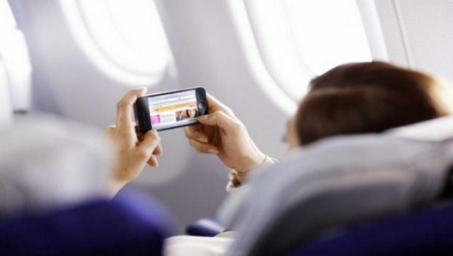 आता विमानातही वापरा मोबाईल आणि इंटरनेट!
