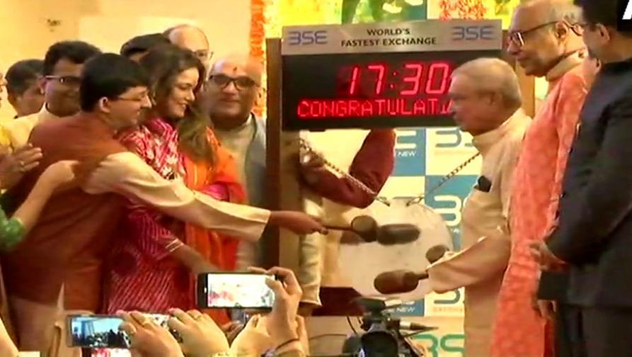 शेअर बाजारात दिवाळी जोरात, तासाभरात कमावले १.१८ लाख कोटी रुपये!